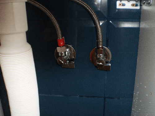 Installation of flexible connections with taps