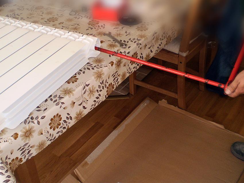Plumbing tool for assembling radiator