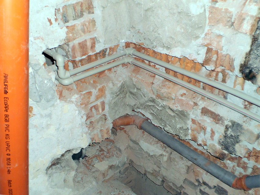 Repair of bathroom - laying of pipes
