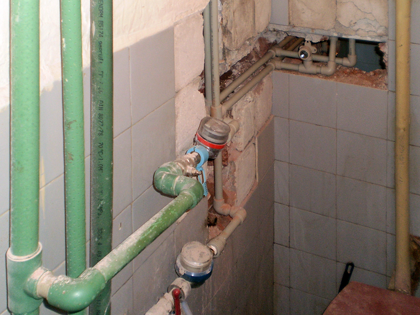 Replacement of water meters in the bathroom for hot and cold water