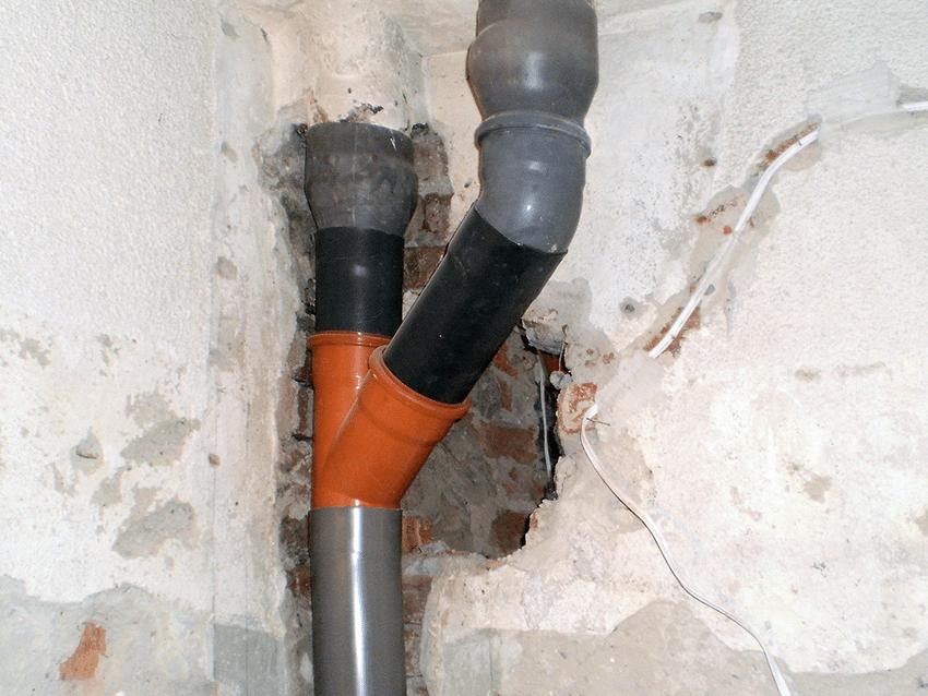 Прокарване на вертикален щранг за мръсна вода