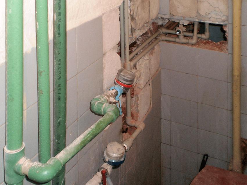 Смяна на водомери в баня за топла и студена вода