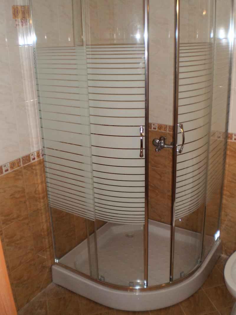 сглобена душ кабина